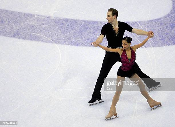 Amanda Evora and Mark Ludwig skate in the Pairs Short program during the 2006 State Farm U.S. Figure Championships at the Savvis Center on January...
