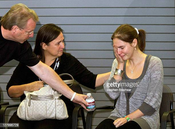 Amanda Knox is comforted by her father Curtis Knox and mother Edda Mellas before speaking to the media on October 4, 2011 in Seattle, Washington....