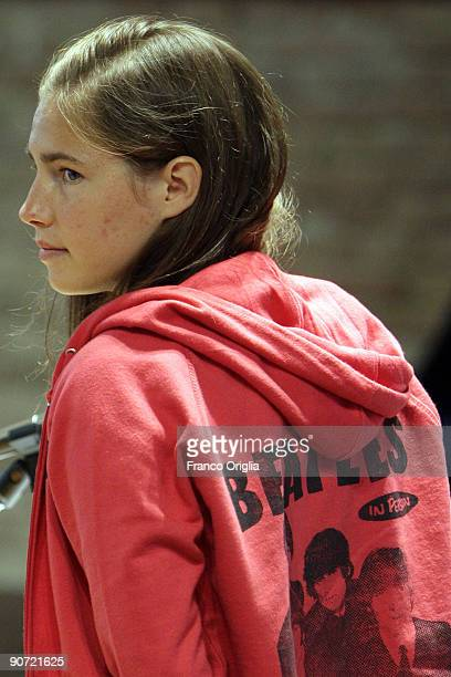 Amanda Knox takes a rest during a sitting of the Meredith Kercher murder trial at the Perugia courthouse on September 14 2009 in Perugia Italy Amanda...