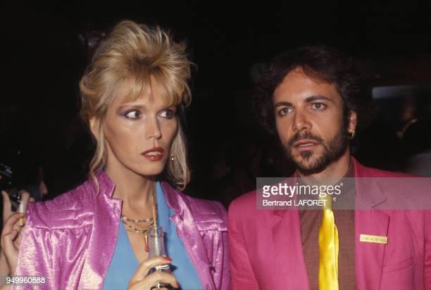 Amanda Lear et Alain-Philippe Malagnac lors d'une soirée, circa 1970, à Paris, France.