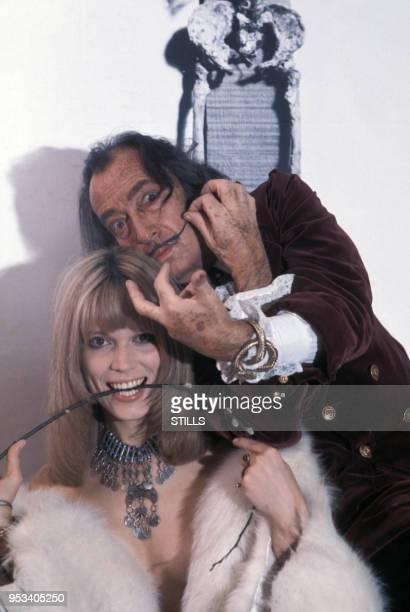 Amanda Lear et Salvador Dali dans les années 70s, France. Circa 1970.