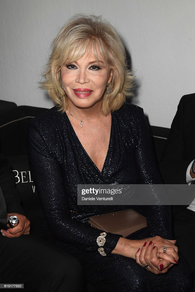 Amanda Lear walks the red carpet of amfAR Milano 2016 at La Permanente on September 24, 2016 in Milan, Italy.