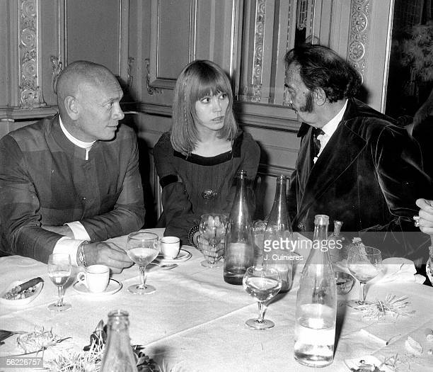Amanda Lear with Salvador Dali Spanish painter and Yul Brynner American actor