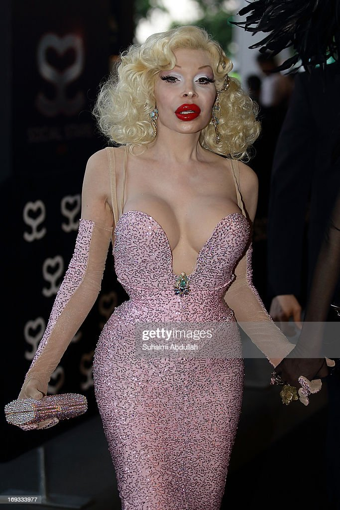 Amanda Lepore walks the red carpet during the Social Star Awards 2013 at Marina Bay Sands on May 23, 2013 in Singapore.
