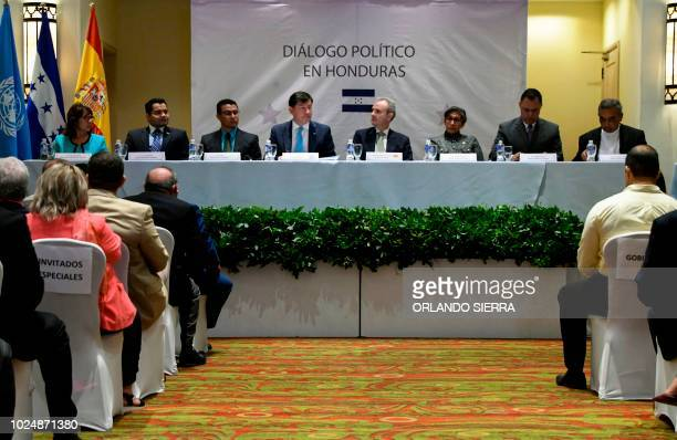 Amanda Madrid of Plataforma Ciudadana por Honduras Luis Colindres of the Nacional party the Secretary of the Honduran Presidency Ebal Diaz United...