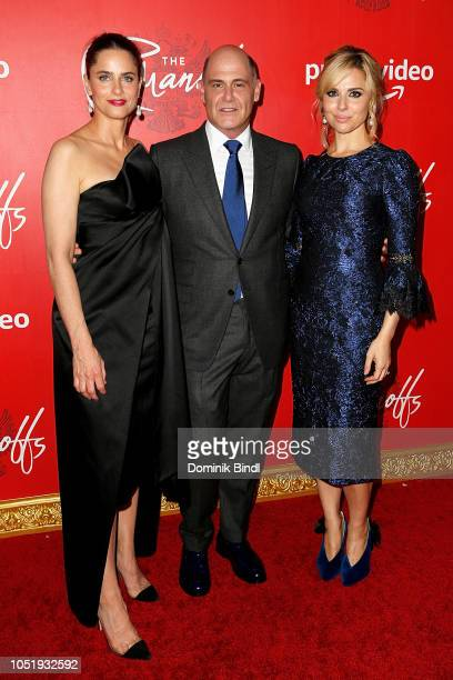 Amanda Peet Matthew Weiner and Cara Buono attend the premiere of the Amazon Prime Video web TV series 'The Romanoffs' at the Russian Tea Room on...
