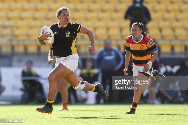 Amanda Rasch of Wellington breaks away for a try during the round 5 Farah Palmer Cup match between Wellington and Waikato at Westpac Stadium on...