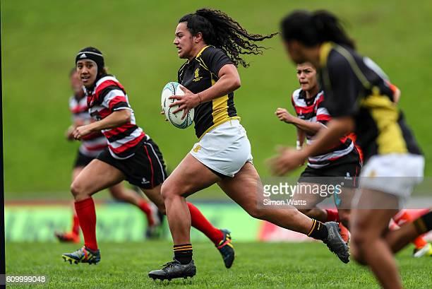 Amanda Rasch of Wellington makes a break during the Farah Palmer Cup Semi Final match between Counties Manukau and Wellington at ECOLight Stadium on...