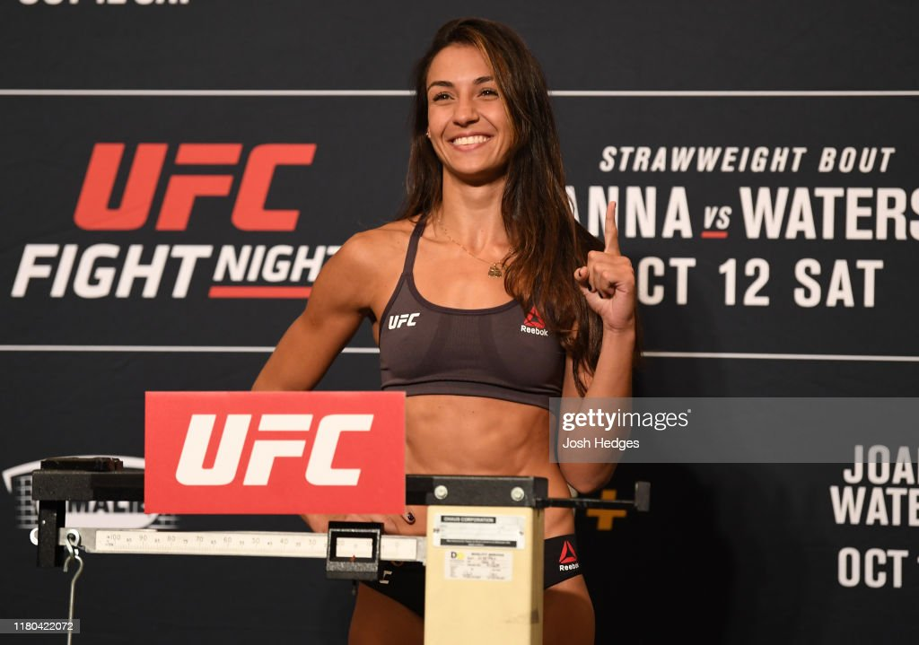 UFC Fight Night Joanna v Waterson: Weigh-Ins : ニュース写真