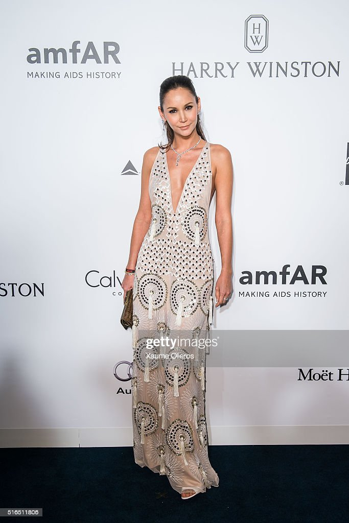 Amanda S. attends the 2016 amfAR Hong Kong gala with a guest at Shaw Studios on March 19, 2016 in Hong Kong, Hong Kong.