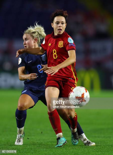Amanda Sampedro of Spain holds off pressure from Isobel Christiansen of England during the UEFA Women's Euro 2017 Group D match between England and...