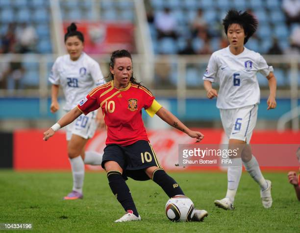 Amanda Sampedro of Spain plays the ball up field during the FIFA U17 Women's World Cup Semi Final match between South Korea and Spain at the Ato...