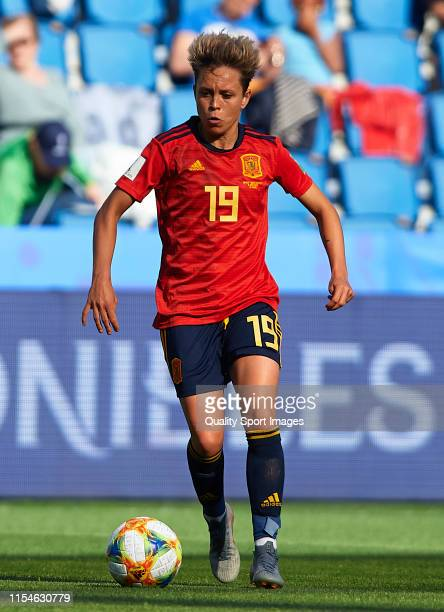 Amanda Sampedro of Spain runs with the ball during the 2019 FIFA Women's World Cup France group B match between Spain and South Africa at Stade...