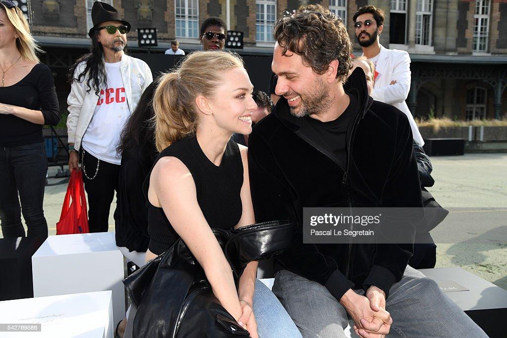 Givenchy : Front Row  - Paris Fashion Week - Menswear Spring/Summer 2017 : News Photo