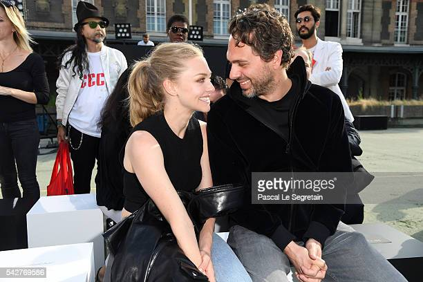 Amanda Seyfried and Thomas Sadoski attend the Givenchy Menswear Spring/Summer 2017 show as part of Paris Fashion Week on June 24 2016 in Paris France