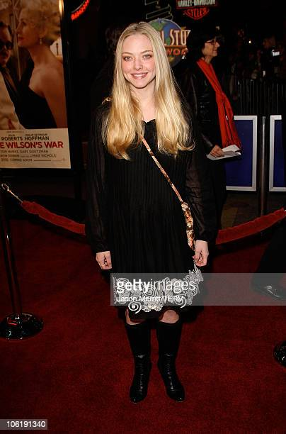 """Amanda Seyfried arrives to the premiere of Universal Pictures' """"Charlie Wilson's War"""" at City Walk Cinemas on December 10, 2007 in Universal City,..."""