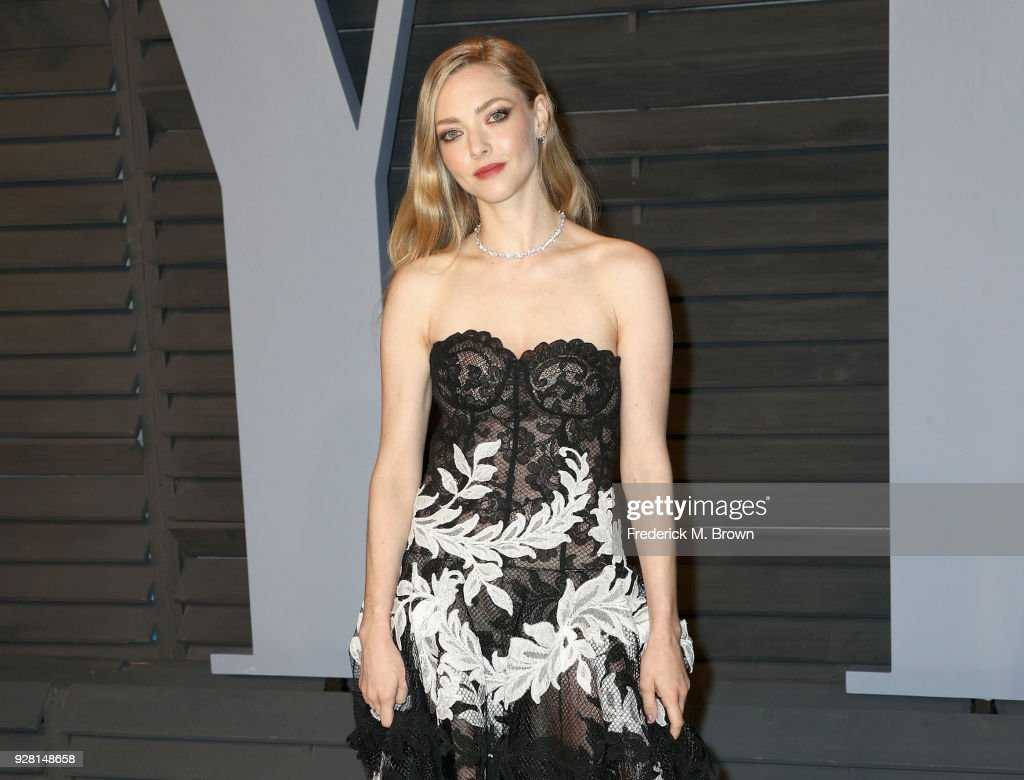 Amanda Seyfried attends the 2018 Vanity Fair Oscar Party hosted by Radhika Jones at Wallis Annenberg Center for the Performing Arts on March 4, 2018 in Beverly Hills, California.