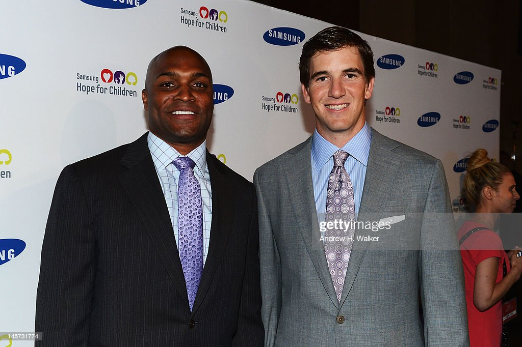 Amani Toomer and Eli Manning attend the Samsung's Annual Hope for