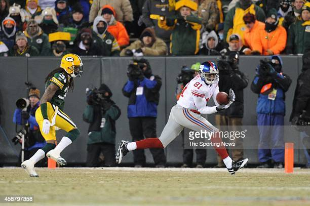 Amani Toomer of the New York Giants makes a catch during a game against the Green Bay Packers on January 20 2008 at Lambeau Field in Green Bay...