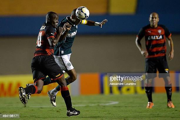 Amaral of Goias battlesÊofÊthe ball with Hugo of VitoriaÊduring the match between Goias and Vitoria as part of Brasileirao Series A 2014 at Estadio...