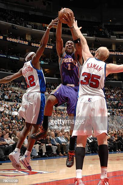 Amare Stoudemire of the Phoenix Suns goes to the basket against Al Thornton and Chris Kaman of the Los Angeles Clippers at Staples Center on January...
