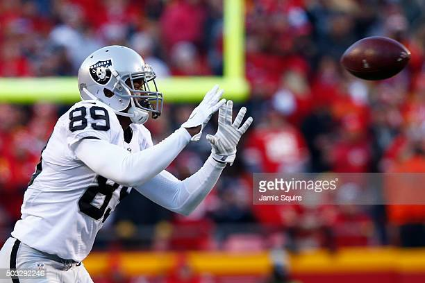 Amari Cooper of the Oakland Raiders catches a pass at Arrowhead Stadium during the first quarter of the game agains the Kansas City Chiefs on January...