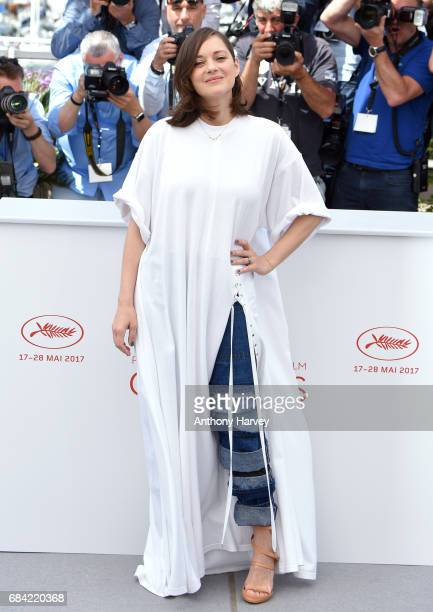 aMarion Cotillard ttends the 'Ismael's Ghosts ' photocall during the 70th annual Cannes Film Festival at Palais des Festivals on May 17 2017 in...