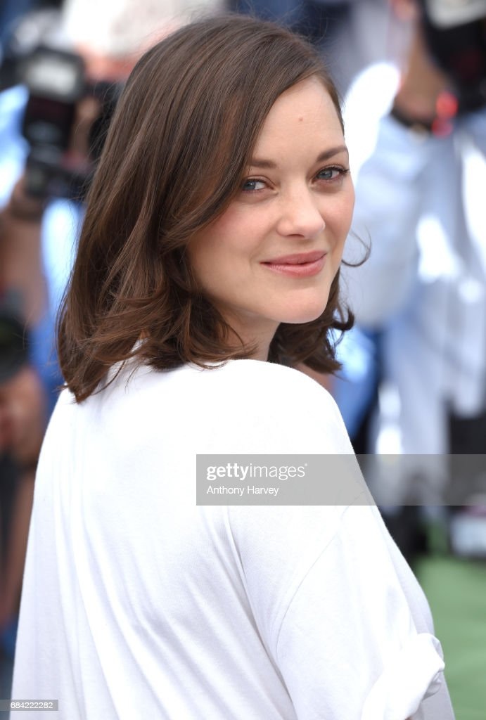 aMarion Cotillard ttends the 'Ismael's Ghosts (Les Fantomes d'Ismael)' photocall during the 70th annual Cannes Film Festival at Palais des Festivals on May 17, 2017 in Cannes, France.