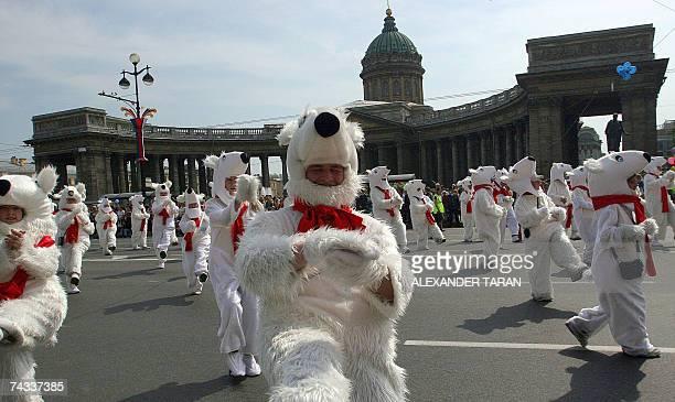 Amateur actors wearing Polar bears costumes parade during a carnival celebrations in St Petersburg 26 May 2007 AFP PHOTO / ALEXANDER TARAN