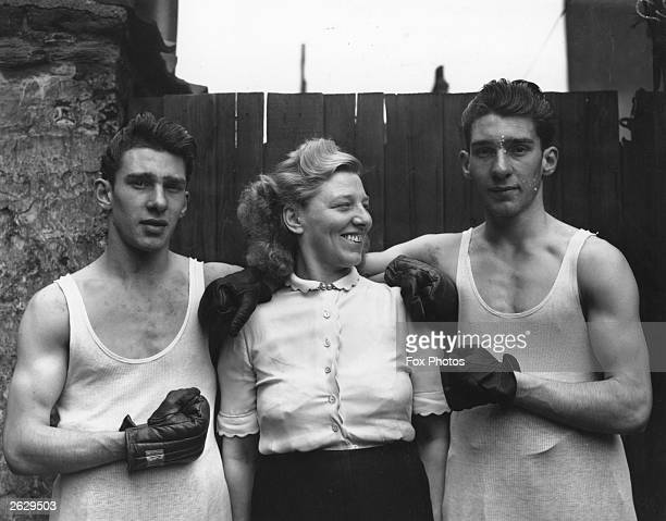 Amateur boxers Reggie and Ronnie Kray with their mother Violet Kray The Krays went on to become notorious London gangsters