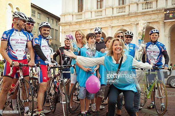Amateur ciclists et l'Unicef volontaires de Bergame, Italie