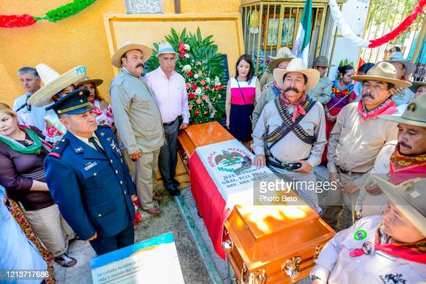 amateur figures and actors evoke the life and death of the famous mexican general pancho villa - chihuahua desert stock pictures, royalty-free photos & images