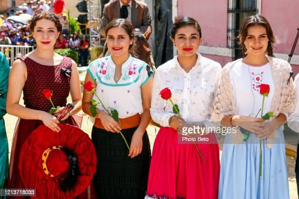 アマチュアの人物や俳優は、有名なメキシコの一般的なパンチョヴィラの生と死を呼び起こします - メキシコ北部 ストックフォトと画像