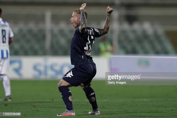 Amato Ciciretti of Empoli FC celebrates after scoring a goal during the serie B match between Pescara Calcio and FC Empoli at Adriatico Stadium on...