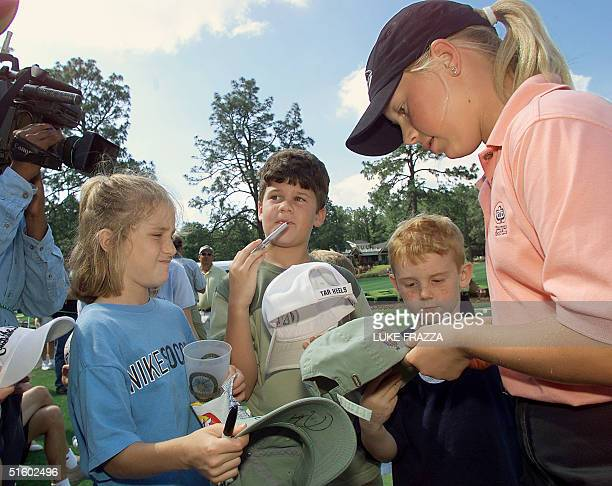 Amatuer golfer Morgan Pressel signs autographs during practice 29 May 2001 at the US Women's Open at the Pine Needles Lodge and Golf Club in Southern...