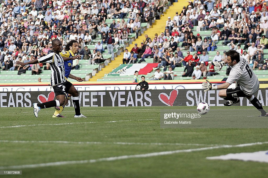 Amauri of Parma FC scores a goal during the Serie A match between Udinese Calcio and Parma FC at Stadio Friuli on April 23, 2011 in Udine, Italy.