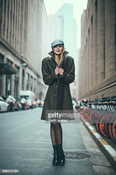 loira incrível - casaco - fotografias e filmes do acervo