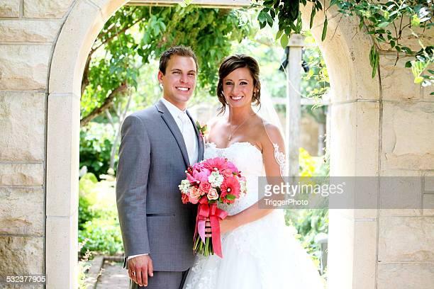 Fantastische Braut und Bräutigam Happy Hochzeit Kleid mit Blumen