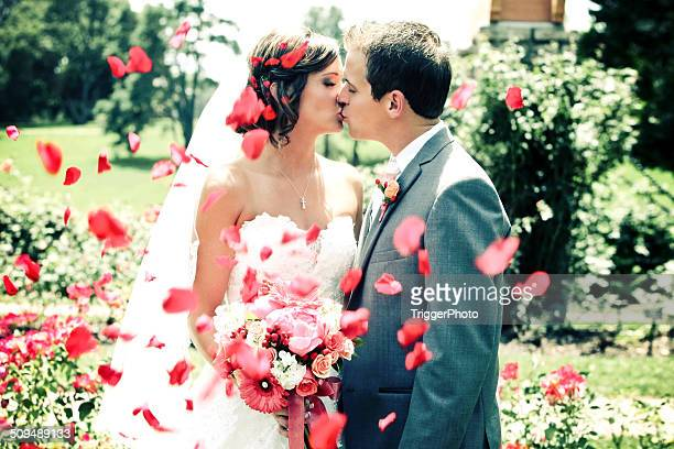 amazing bride and groom kissing wedding dress flowers - wedding vows stock pictures, royalty-free photos & images
