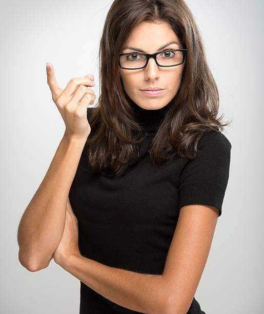 Incroyable Brunette avec des lunettes de donner un avertissement (XXXL)