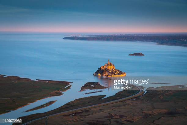 amazing light on the mont saint-michel in normandy from the sky - cotentin photos et images de collection