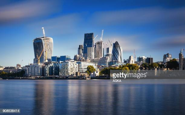 amazing london skyline with tower bridge during sunrise - londra foto e immagini stock