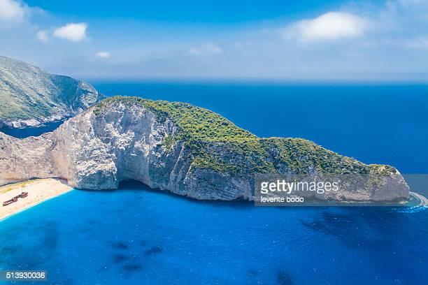 amazing navagio beach in zakynthos island, greece - peninsula de grecia fotografías e imágenes de stock