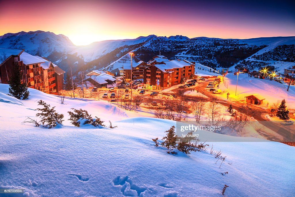 Amazing sunset and winter landscape,Alpe d'Huez,France,Europe : ストックフォト