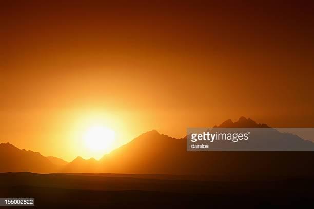 素晴らしい山の夕日