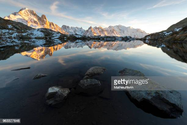 amazing sunset in the front of the summit of europe : mont blanc - front view photos et images de collection