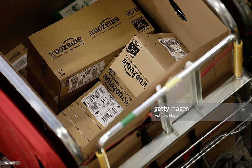 Royal Mail Processes Final Mail For Christmas Deadlines : News Photo