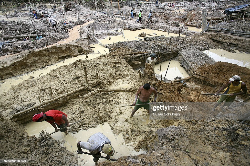 People working in mine, high angle view : News Photo