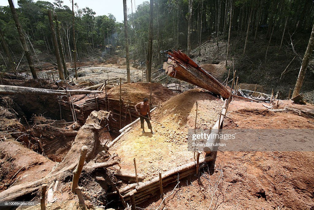 Person working in mine : News Photo