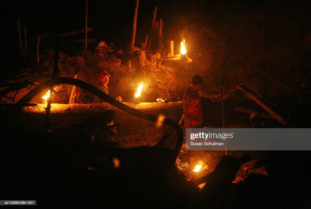 People working in mine at night : News Photo